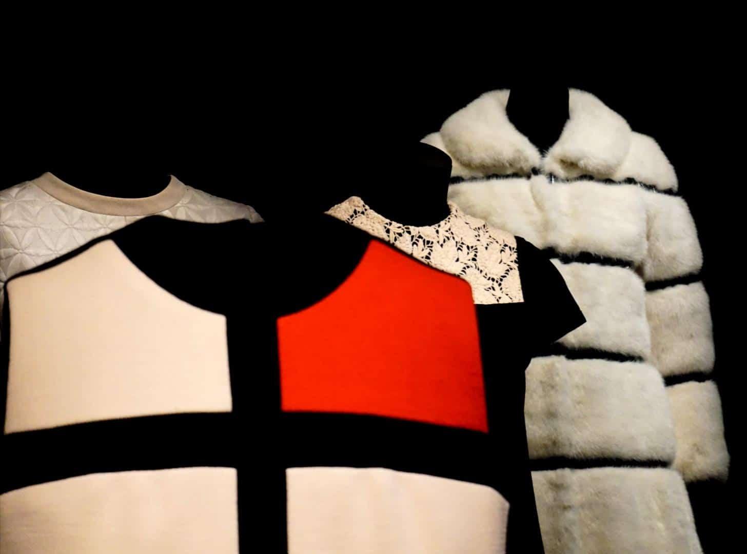Peças em exposição no Museu Yves Saint Laurent Paris